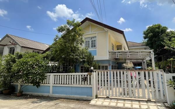 ขายบ้านเดี่ยว 2 ชั้น ม.สหกรณ์การบินไทย แจ้งวัฒนะ 43 ใกล้สถานีรถไฟฟ้า แถมฟรีเฟอร์บิ้วอิน และแอร์ 3 เครื่องและแทงค์น้ำ